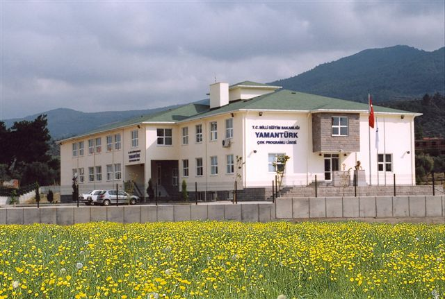 Yamanturk Multi-Program High School / Izmir