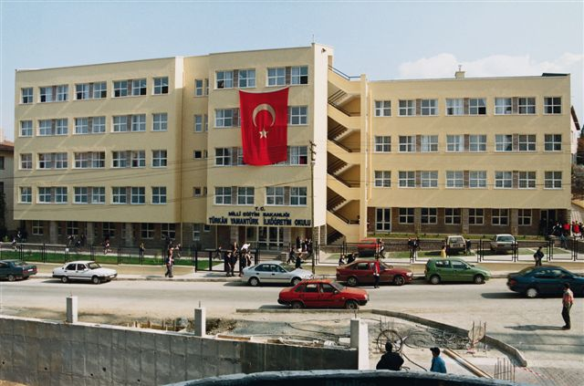 Turkan Yamanturk Primary School / Ankara